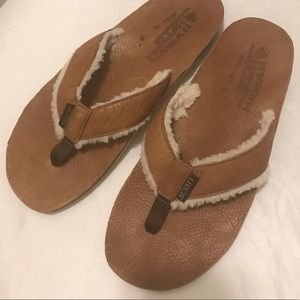 "Men""s SCOTT HAWAII leather & shearling sandals. 9"